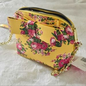 Perfect springtime crossbody zipper pouch